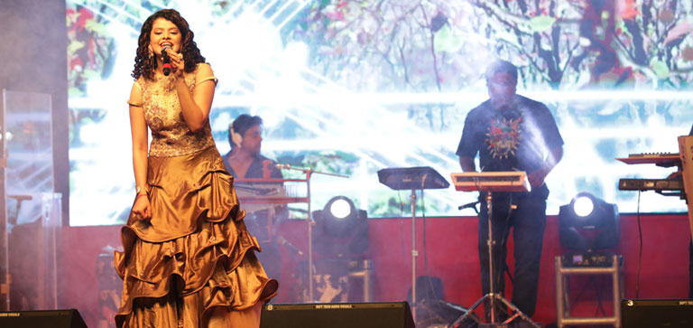 Forum Rocks Live - Palak & Palash at Forum Shantiniketan